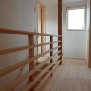 2階廊下と階段手摺
