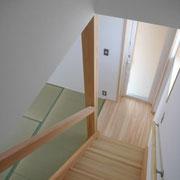 手摺をシンプルに配置した階段