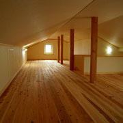 屋根断熱を活かした大容量ロフト収納
