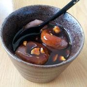 たかきび粉のだんごに、豆味噌と米飴の餡をかけて