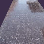 tavolo con rivestimento e decorazione a rilievo in micro cemento e resina