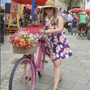 Sophie mit ihrem Blumenrad