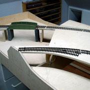 Gleise und Brücke probehalber aufgebaut