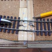 Durchgeschobene Schienenprofile erleichtern das Ausrichten am Segmentrand