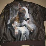 Bull Terrier sur cuir