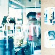 グラーツ「朝のパン屋のジャム瓶」グラーツの秋、清々しい朝の時間に、ゆっくりと朝食用のパンを買っていく婦人。カラフルなジャムの瓶。