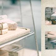 グラーツ「市場のチーズ屋台」匂い立ってきそうなほどの白カビと青カビのチーズ。パッケージに入っていないからこそ感じる乳の匂い。