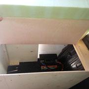 Erster Kasten mit Bordbatterie und was sie so alles reinpackt ;-)