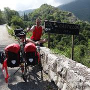 02.08.2014 Mit dem Col de Castillon ist der letzte Pass geschafft - das Meer ist nur noch 12 Km entfernt...