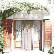 30.07.2014 Im Nirgendwo wartet dieses Restaurant - die Wirtin ist 94 Jahre alt... - in der uralten Küche wird auf einem alten Holzherd gekocht!