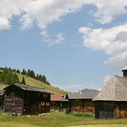 Lärchenholz Kirche Obermutten