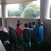 試合の合間 ダンソンで体を温める新浜FC