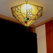 ダウンライトを利用した葡萄のランプシェード
