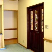 玄関ルームからリビングルーム