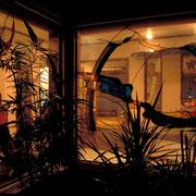 夜も独特の雰囲気があり適度な明るさの中に溶け込んでいます。