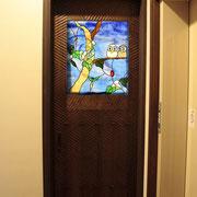 納戸ドアに夫婦フクロウ