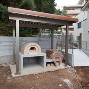 食育で利用予定のピザ窯と釜土
