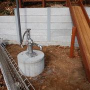 ガチャポンプの井戸