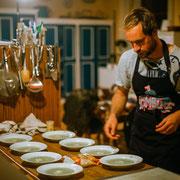 Lars bei der Zubereiten