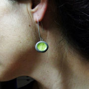 boucles d'oreilles vertes en raku
