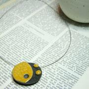 collier de reateur ceramique jaune et noir