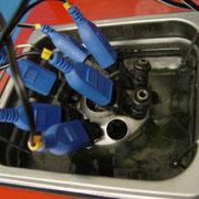 Ultraschall-Reinigung der Einspritzventile unter Funktion