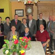 Photo de famille avec les élus et anciens élus du cantondu canton