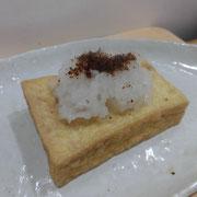 炒った糠利用:厚揚げを焼いて、大根おろしと一緒に糠をのせる。