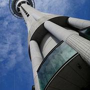 Der Skytower im Zentrum Aucklands.