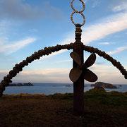 Rainbow Warrior Monument - Im Jahr 1985 demonstrierte Greenpeace gegen französische Kernwaffentests auf dem Mururoa-Atoll. Das Greenpeace Schiff wurde daraufhin von französischen Agenten vor Auckland versenkt.