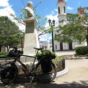 Der Dichter Jose Marti (1853 - 1895). Seine Prosa ist eine der Bedeutendsten in spanischer Sprache. Wegen seiner Kritik am System wurde er mehrfach des Landes verwiesen. Er ist in fast jedem Dorf und auf dem 1-Peso-Schein verewigt.