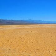 2 Tage nach dem Schneetreiben am Tioga Pass hatte ich im Death Valley einen...