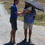 Jason aus Montana. Stilecht mit dem schützenden Regenschirm auf dem Regenbogen-Trail. Er ist seit 6 Monaten zu Fuß unterwegs und seitdem 4.000 km gewandert.
