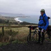 Anstrengende Fahrt mit heftigem Gegen- und Seitenwind und - erfrischend - starken Regengüssen. Mit Josh auf dem Weg nach Dunedin.