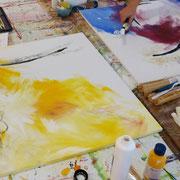 Farben mit dem Pinsel ineinander wischen