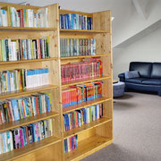 und eine große Auswahl von Büchern - auch in Englisch