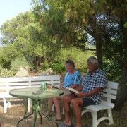 Warten auf das große Menue im Garten der Azienta Rosa Melaiu