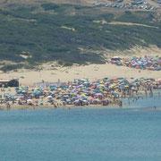 Spiaggia Messu an einem Sonntagmittag, wenn die Sarden baden gehen