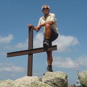 am Gipfelkreuz des Monte Limbaro - 1.359 m hoch -