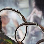Sternzeichen - Armbänder aus recyceltem Holz, aufgebracht auf Rindleder kombiniert mit Edelstahl (Seitenansicht)