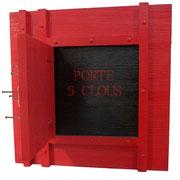 """""""Porte 5 clous"""". Composition bois et clous. Collection privée"""
