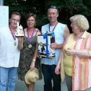 Die Siegermannschaft, Rumkugeln, aus der Schweiz durften den Wanderpokal in Empfang nehmen. Wir freuen uns im nächsten Jahr auf ein Wiedersehen.