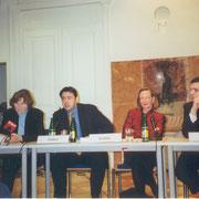 Es diskutierten Dorothea Razumovsky, Andrej Ivanji, Livia Klingl und Oliver Vujovic (v.l.n.r.)