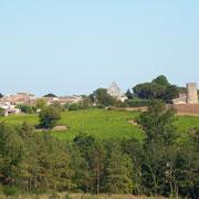Le bourg avec l'église et le vieux pigeonnier