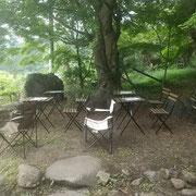 御岳山と多摩川を望む気持ちの良い空間