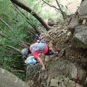 惣岳山からの急な岩場