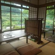 田舎のおばあちゃんの家を訪ねたような居心地の良い和室