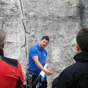 Theorieunterricht Klettersteigkurs bei Sports & Outdoor Guide