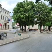 Marktplatz mit Cafés und Restaurant