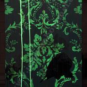 """Pastellkarpfen unter UV-Barock"""", 2014, 130 cm x 90 cm, 2. Ebene bei Dunkelheit"""
